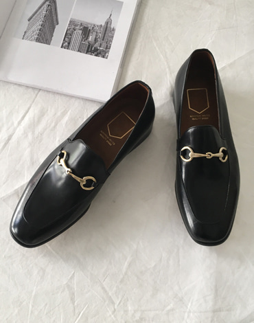 Buckle handmade loafer